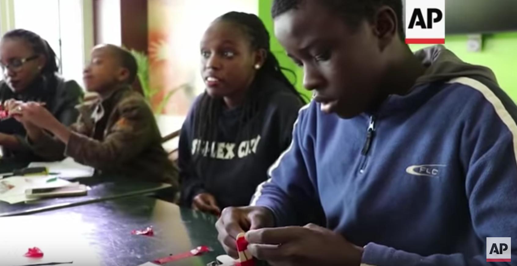 Slum Children Given Hands-On Tech Training – Associated Press (image)
